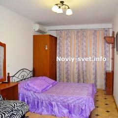 Спальня, номер № 2, вид на вход в номер.